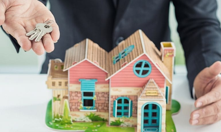 4 Tips to Staying within Budget When Buying a House